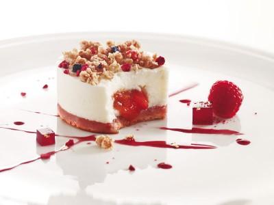 Traiteur de Paris - Mousse de yaourt coeur fraise rhubarbe