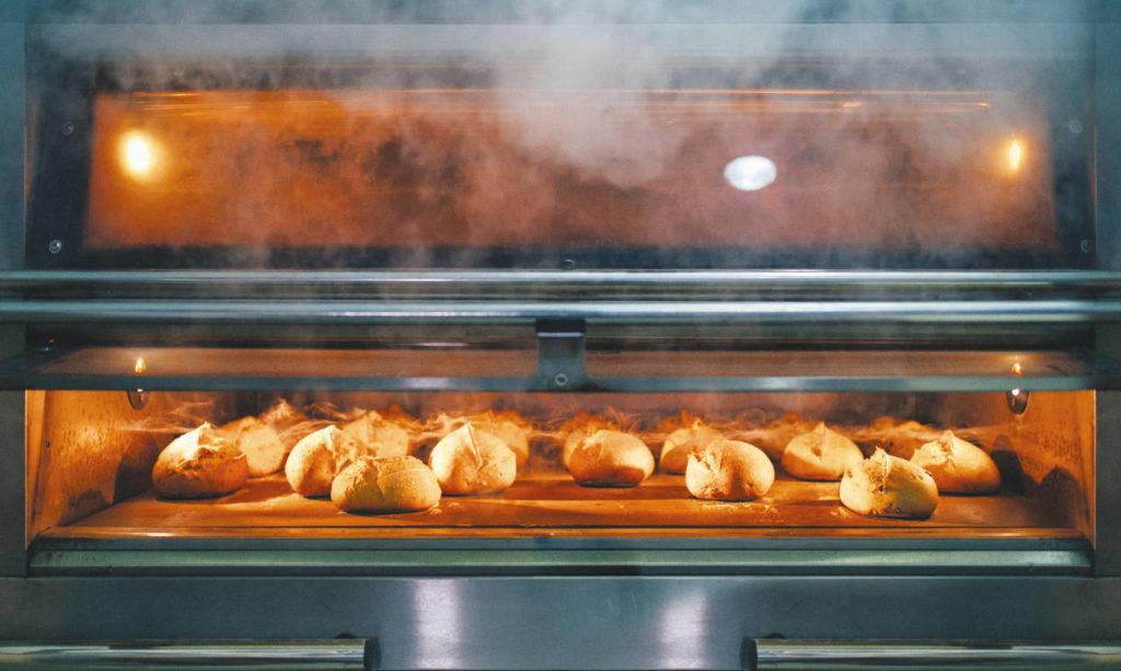 Illustration : vapeur d'eau à l'intérieur du four lors de la cuisson.