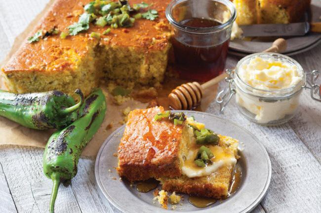 Le corn bread pain au mais se prête au sucre et au sale