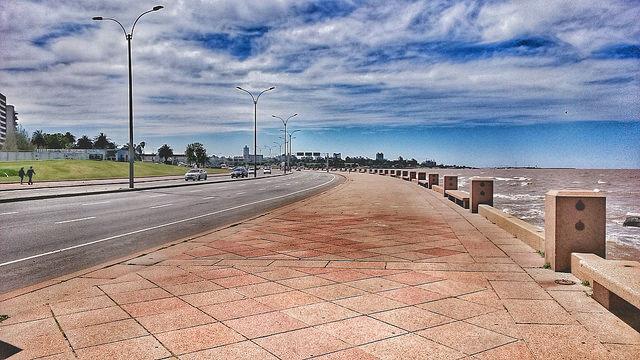 La Ramblade Montevideo l'extraordinaire zone piétonne en bord de mer ©AndresBetancourt